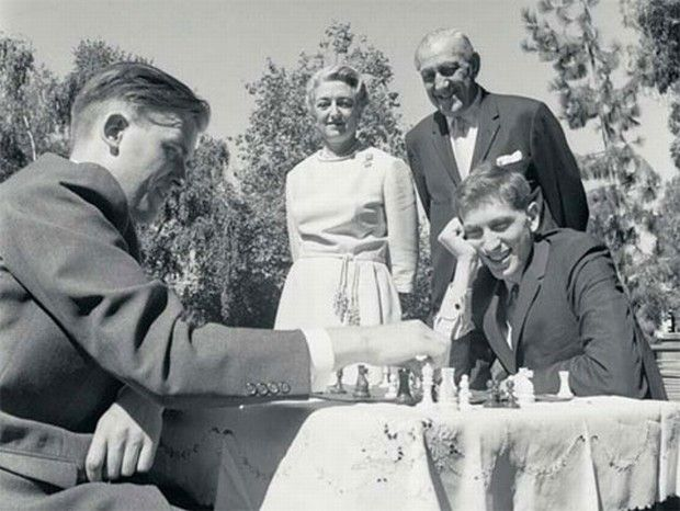 Bent Larsen and Bobby Fischer enjoying themselves during the 1966 Piatigorsky Cup in Santa Monica, in the garden of the patrons Jacqueline and Gregory Piatigorsky.