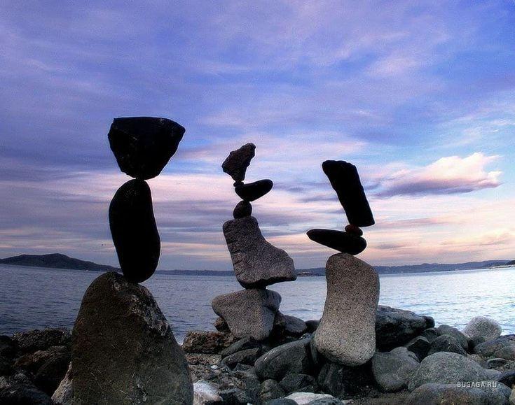 Почему не падают висячие камни...