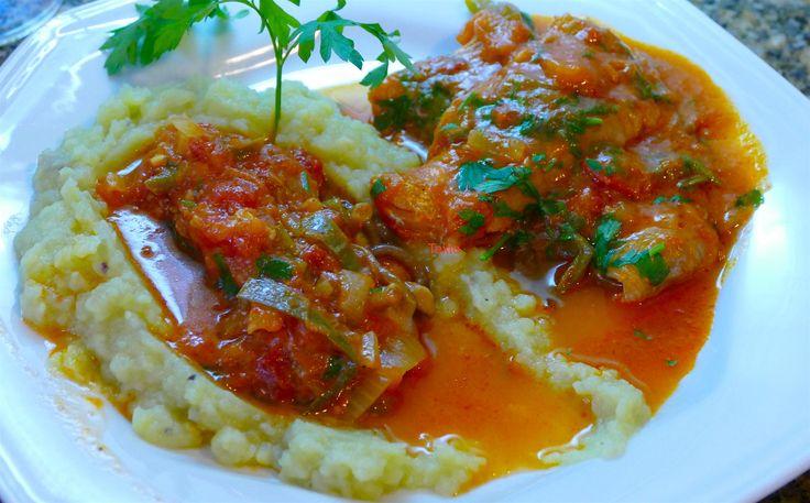 https://flic.kr/p/DP3h83 | Filet de peixe e shitake, apimentado ao curry vermelho com purê de batata doce | Filet de peixe com molho de tomate, mini-shitakes e curry apimentado,com purê de batata doce ao leite de coco. Dois filet de peixe tipo linguado, rápido de cozinhar, cozinhe duas batatas doce com sal e dois dentes de alho. Separe meia lata de tomate pelado, alho azeite de oliva, tempero tipo curry, shitakes.  Refogue o alho no azeite coloque o shitake e o tomate, coloque uma colher de…