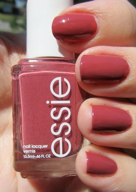 This color is really pretty for fall time, it's In Stitches by Essie. I have it and it's the only nail polish from Essie that I own. But I want like every single nail polish from Essie. ^^