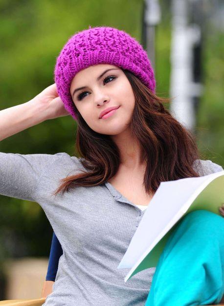 That cute hat on Selena Gomez!