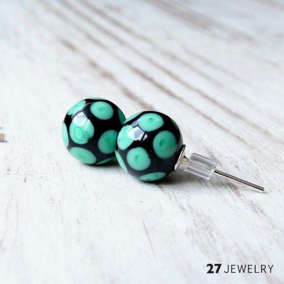 Emerald dots – 27jewelry handmade lampwork glass stud earrings