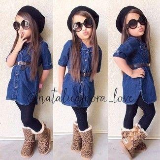 Look de moda: Vestido Vaquero Azul Marino, Botas Ugg Marrón Claro, Gorro Negro, Medias Negras