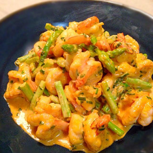 何年か前に我が家で友達を招待した時に作った韓国風な料理で\(//∇//)\ 友達に好評で私はたった一尾しかしか食べられずで(笑) また食べたくなり作りました〜σ^_^;  プリプリのエビに韓国風マヨネーズがぴったり合うヨ〜〜 - 173件のもぐもぐ - エビとアスパラのヤンニンマヨネーズ和え by whalersvill48