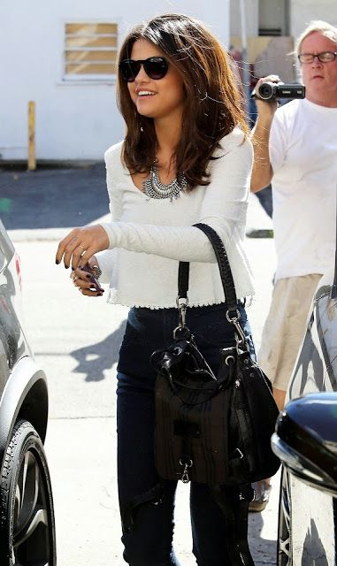 How to Chic: SELENA GOMEZ STREET STYLE