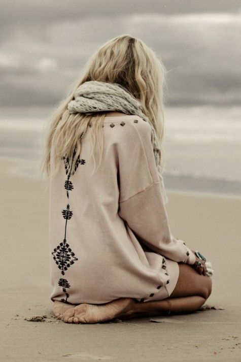 loooove: At The Beaches, Knits Scarves, The Ocean, Dresses, Over Sweaters, Hippie Boho, Beaches Girls, Cozy Sweaters, Beaches Style