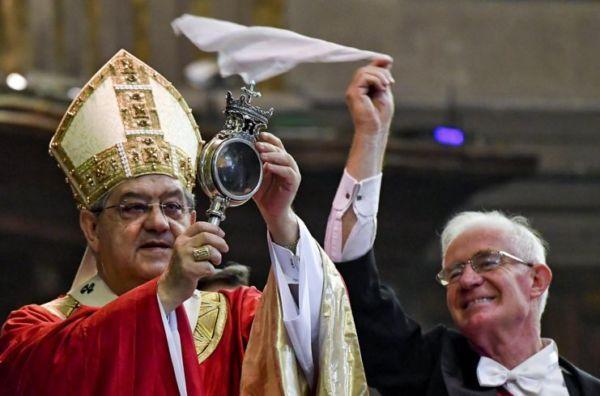 Il mistero del sangue di San Gennaro. Ecco perché e quando si scioglie, le risposte degli scienziati e la credenza napoletana.