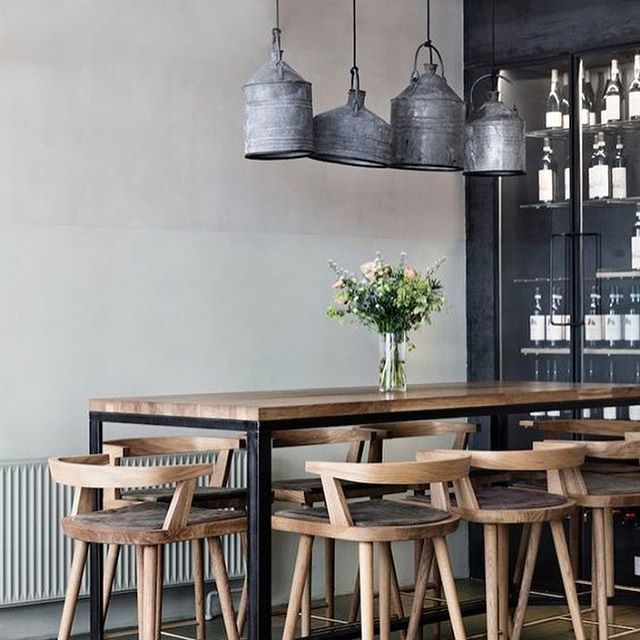 Can We All Take A Moment To Obsess About This Space. Love The Mixture Of  The Vintage Light Fixture With The Clean Lines Of The Furniture.