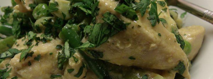 Thaise curry met kipfilet, sperzieboontjes, courgette, ananas en zilvervliesrijst: een heerlijk licht en gezond gerecht om de week goed mee te beginnen. Bovendien: het is in een handomdraai klaar.