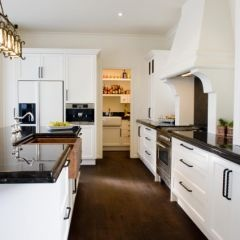 Traditional kitchen by Mal Corboy Design