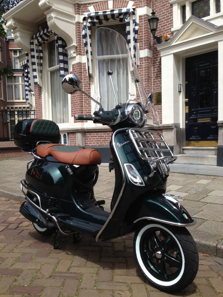 Vespa GTS racing green