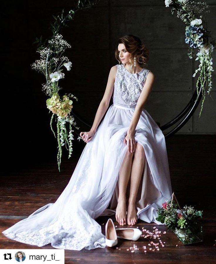 Больше свадебных фотографий в ленту!! Женитесь, люди, это прекрасно ��❤️ #Repost @mary_ti_ (@get_repost) ・・・ Ох и люблю я этих прекрасных невест�� Прическа @nadinushka_l Макияж @purinamakeup Платье @vira_lilium  Декор и флористика @kristy_wedding Аксессуары @bloom_wedding_accessories Фото @mary_ti…