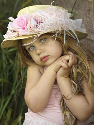 looking for a cute easter bonnet.. cant believe there's nothing in the stores
