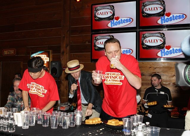 Joey Chestnut Ate 121 Twinkies in Six Minutes
