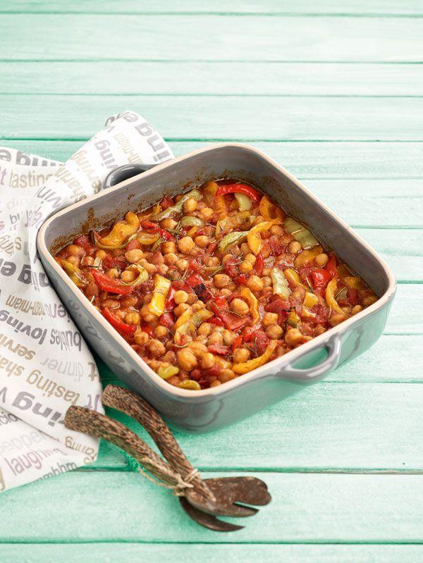 Ρεβίθια φούρνου με πολύχρωμες πιπεριές