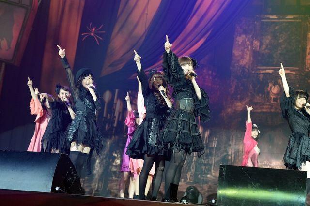 ゴスファッションで観客を魅了した乃木坂46。(撮影:緒車寿一、田中和子)
