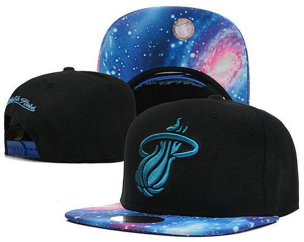 La gorra azul.