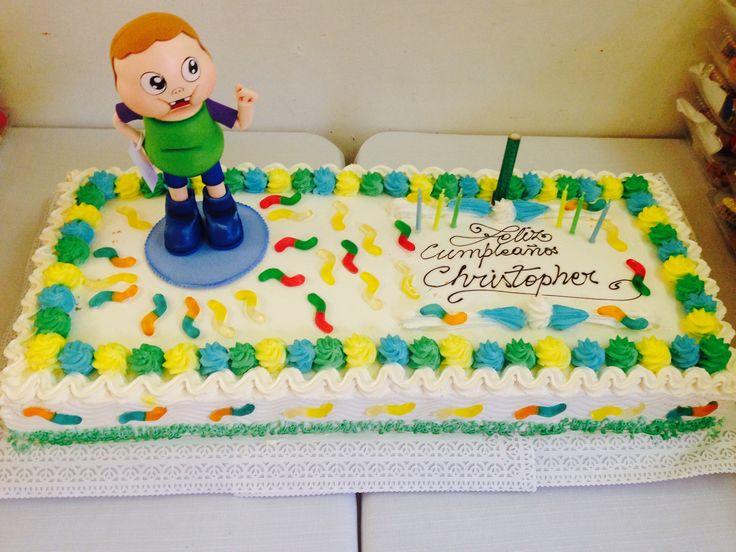 La torta de base blanca, la decoramos con un clarence de goma eva y gusanitos de goma!