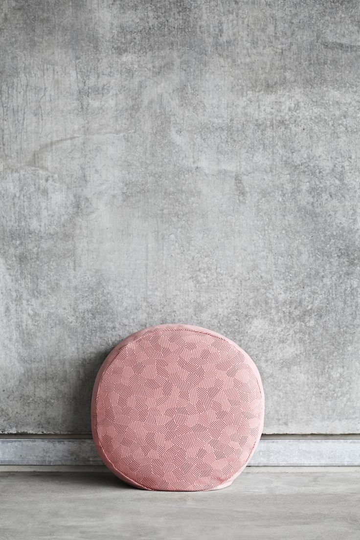 KONTRAST Pouf BLUSH by Yndlingsting. Designed to create recreational spaces in your home.