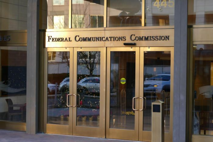 FCC chief accuses AT&T and Verizon of violating net neutrality—but it probably doesn't matter