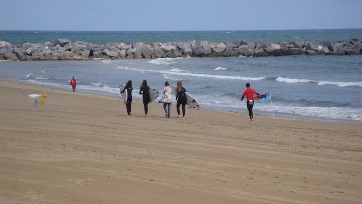 Surfers @ Donostia: Over There