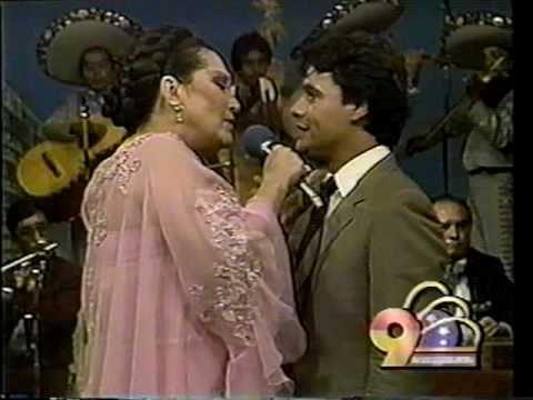 Lola Beltrán y Juan Gabriel -JURO QUE NUNCA VOLVERÉ-, 1984..VOB - YouTube