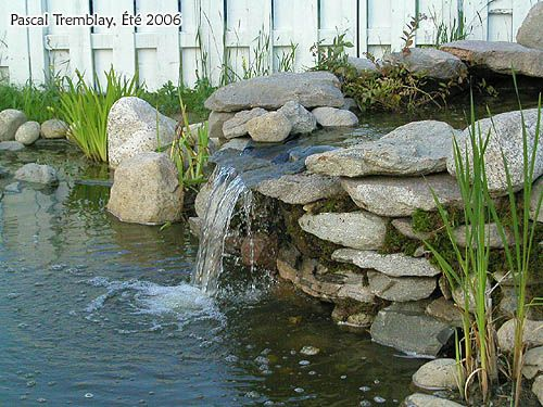 Waterfalls for ponds pictures with round rocks my rock for Fontaine cascade jardin exterieur