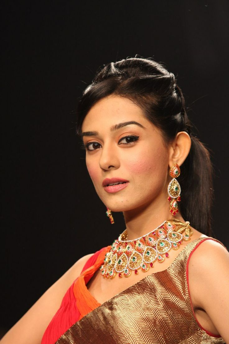 Amrita Rao Showstopper for Agni Jeweller at IIJW 2013.