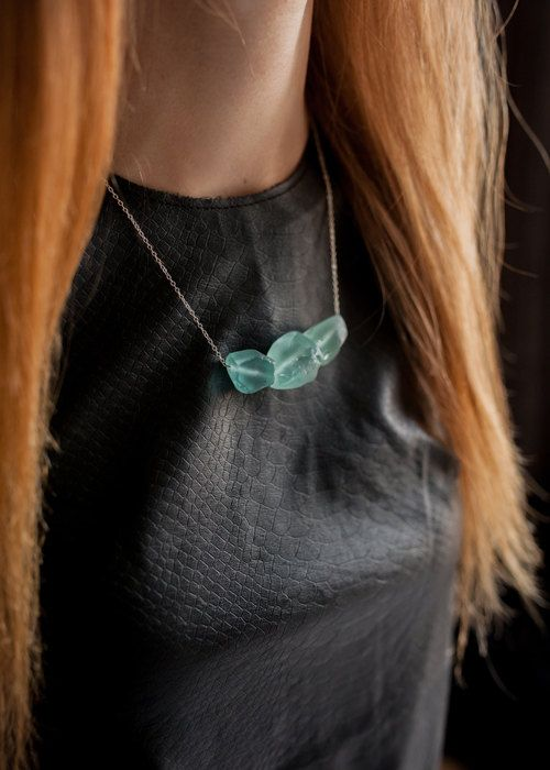 ♥ Massive necklace on a silver chain 925 with dice tumbled and frosted aquamarine. Necklace on a silver chain 925 45 cm long with pieces of natural raw aquamarine  ♥ Aquamarine - a talisman of sailors in ancient times it was believed that he could appease the raging sea. This mineral is charged with positive energy, it helps its owner to feel peace of mind and is a symbol of friendship, wisdom and eloquence. Impious men wear jewelry with aquamarines not recommended. According to the legends…