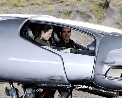 Jessica Biel and Colin Farrell on set of Total Recall