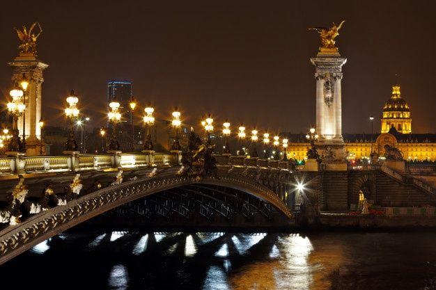 Le Pont Alexandre Iii La Nuit A Paris France En 2020 Pont Alexandre Iii Bateau Sur La Seine Louvre Paris