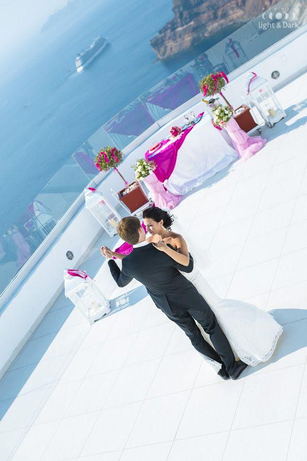 First dance.  Wedding photographer in Santorini - Alexander Hadji. More photos from the photosoot: hadjiphoto.com Book your photo shooting: info@hadjiphoto.com +306951661016