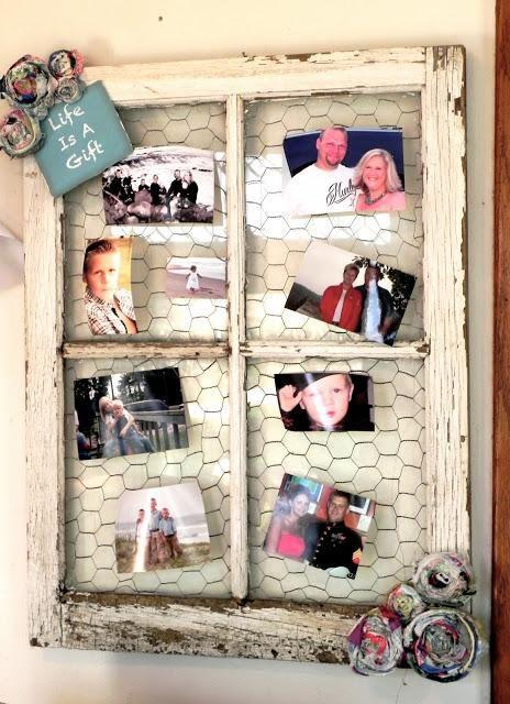 Level: easy // Altes Fenster mit Hühnerdraht bespannt - für Schmuck oder Fotos  // Gesehen bei: http://www.beadandcord.com/clipper/bonnie.ruiz.1370102/diy-chicken-wire-12301/77296.html