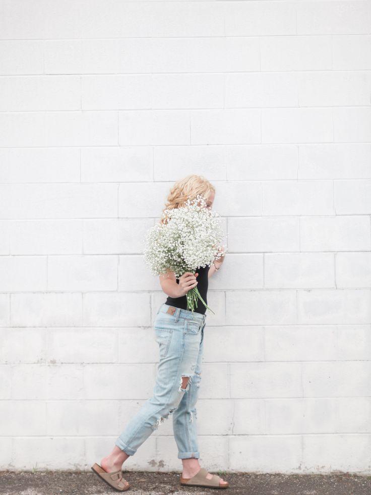 city/urban senior portraits, city photo shoot with flowers, urban senior portraits with flowers