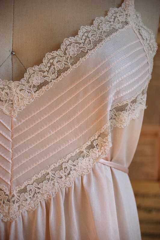 vintage 70s pale pink lace trim nightgown: