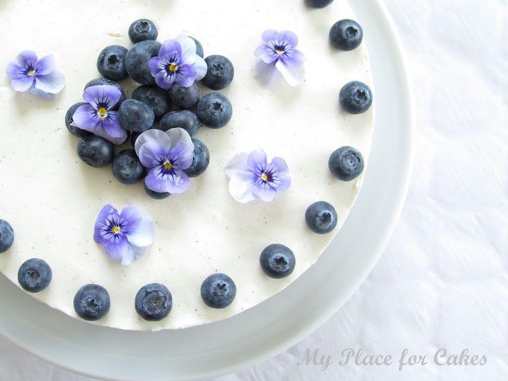 Cinnemon biscuitcake with blueberries and skyr    Bastognekage med skyr og blåbær