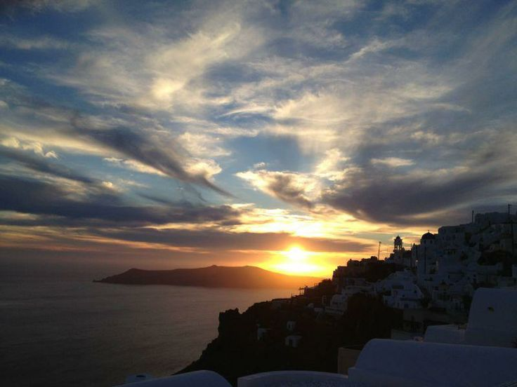 Sitting on a roof watching the sunset is such a great pleasure! @ Rocabella deluxe suites & spa Santorini !!!