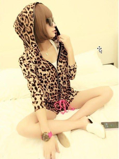 39.90$  Watch here - http://viefh.justgood.pw/vig/item.php?t=8szfrs12797 - 363F046 Sexy Lady Fashion Suit w leopard skin print, zipper top w cap,Free size