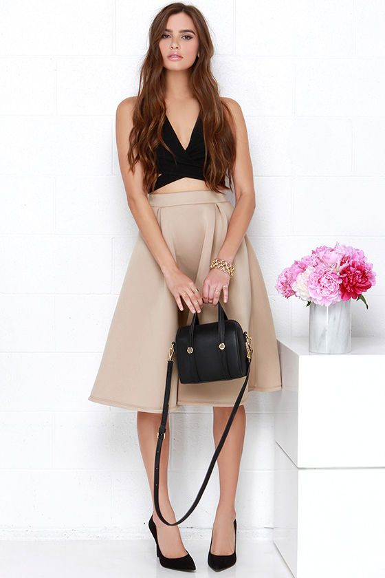 Add a dose of instant style whenever you add the Tres Sophisticated Beige Midi Skirt to the mix! Thick scuba knit has a soft, padded texture shaping an elastic waistband with high-rise fit. Subtle pleats introduce the full skirt with a chic midi length.