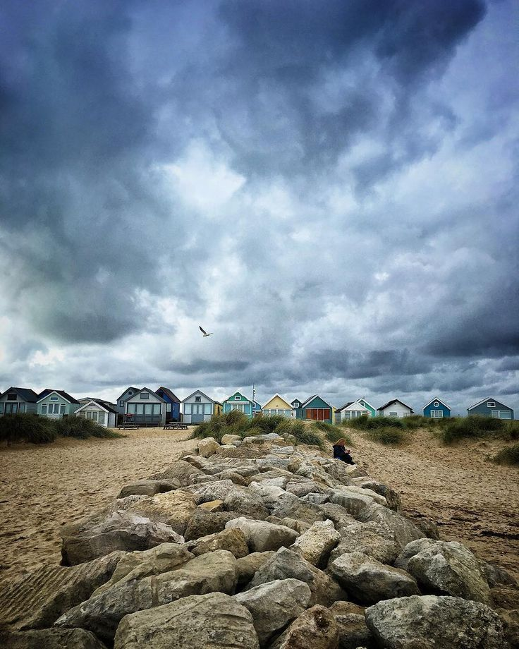 One more from the weekends visit to Mudeford. #explore_skies #moon_skyclouds #Igerssurrey #cloudzdelight #_stop_and_stare #igworld_nature_ #exceptional_pictures #igbellus #nature_brilliance #incredible_shot #moodskyshotz #fingerprintofgod #seaside #mudeford #beachhuts #shotoniphone #beaniedee