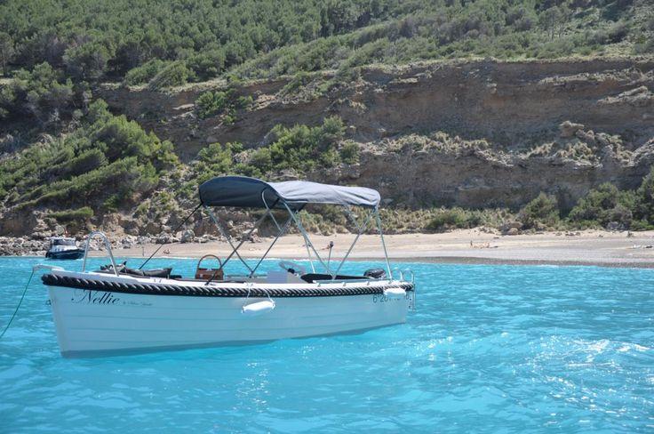 Die Bucht von Alcúdia im Norden Mallorcas bietet eine Traumkulisse für Bootsausflüge. Ein Boot mieten Mallorca ohne Führerschein Port Alcúdia empfehlen wir.