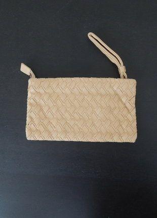 À vendre sur #vintedfrance ! http://www.vinted.fr/sacs-femmes/pochettes/26991846-pochette-beige-en-cuir-tresse-neuve