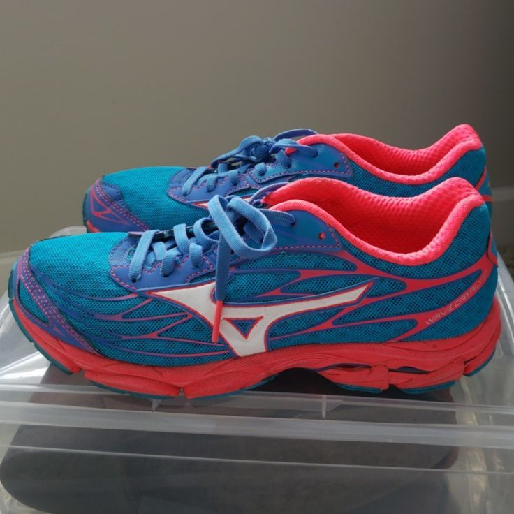 best mizuno running shoes for neutral mountains