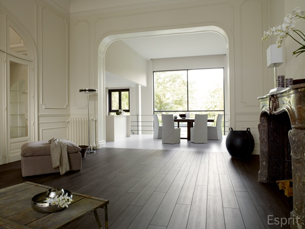 17 beste idee n over donkere laminaat vloeren op pinterest laminaatvloer grijze muren en - Vinyl imitatie tegel ...