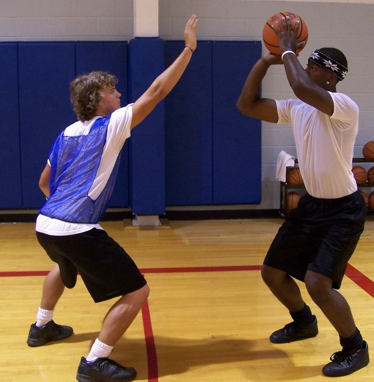 Basic basketball information related to coaching recreational teams (rec teams). Help coaches teach Basketball Drills for Kids, fundamentals of the game.