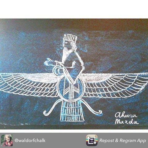 Ahura Mazda. Beautiful @waldorfchalk ! #persian #history #ahuramazda #zarathustra #zartosht #iran #chalkboard #bordtekening #krijt #krijttekening #vrijeschool #superpersis #denbosch