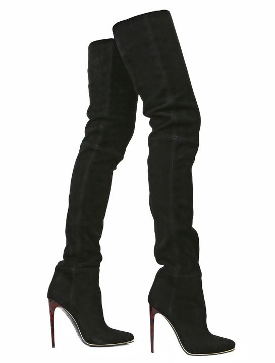 Balmain cuissardes en daim noires http://www.vogue.fr/mode/shopping/diaporama/shopping-cuissardes-mise-en-jambe/16179/image/879504#!balmain-cuissardes-en-daim-noires