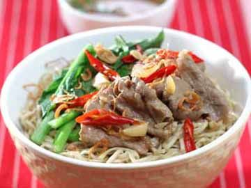 Mie Kuah Daging Pedas