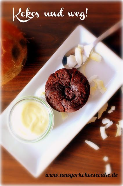 Heißes Kurumba-Törtchen mit flüssigem Kokos-Ganache-Kern an eiskaltem Kokosmousse von Carina