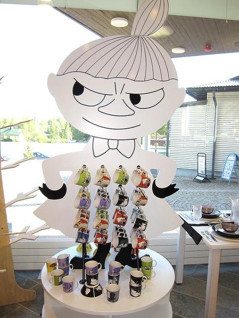 iittala shop - Moomin mug display    http://youtu.be/Jh6aAFtz4B8